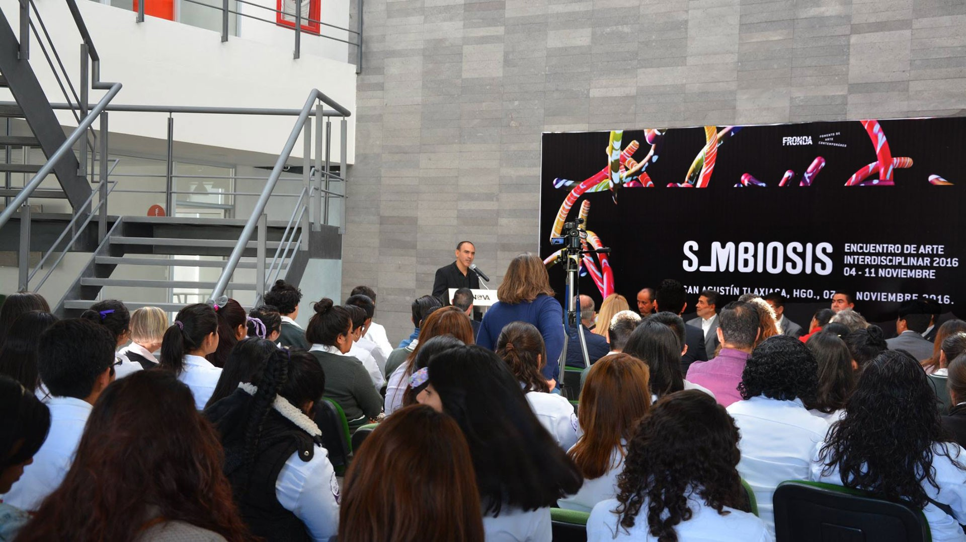 Jonathan Mendoza Simbiosis 2016